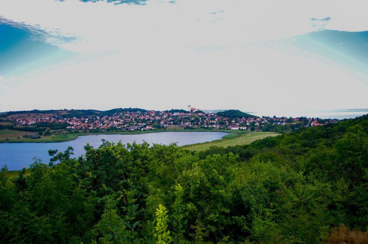 Aranyház gejzírkúpról kilátás a Belső-tóra