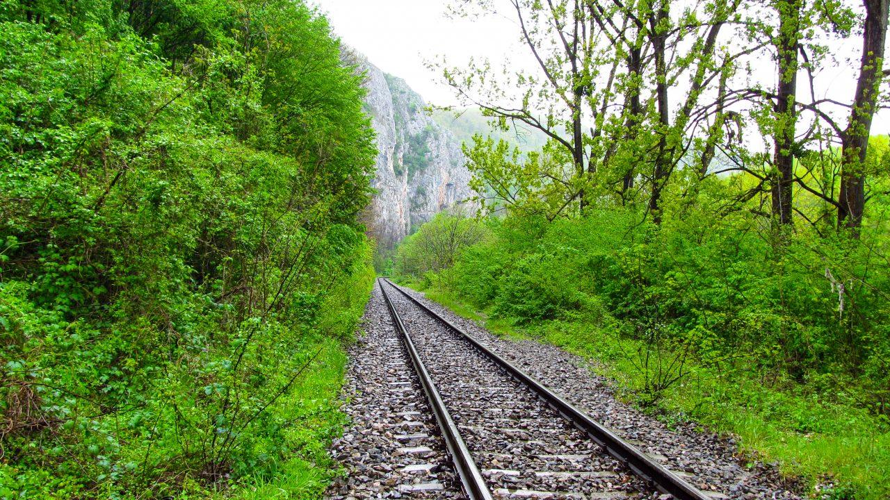 Vasúti út a Zichy-barlang felé(itt csak óvatosan a vonat miatt)