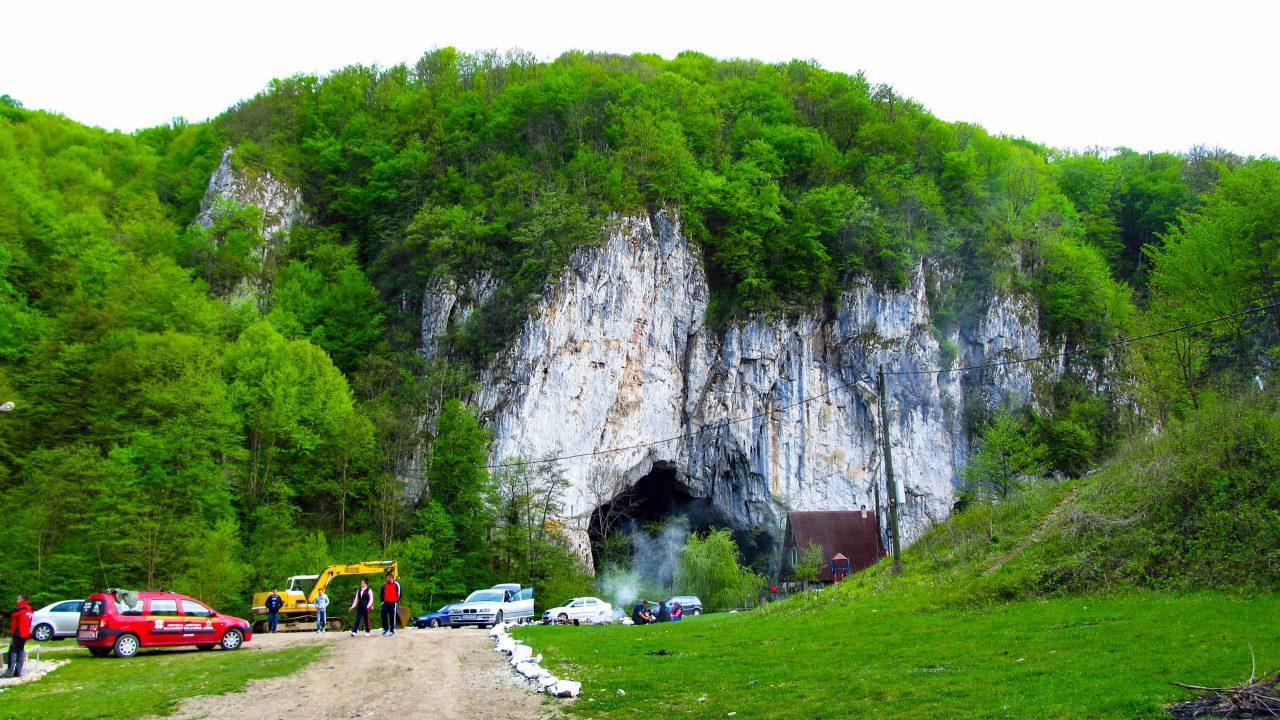 A Nagy Magyar-barlang bejárata
