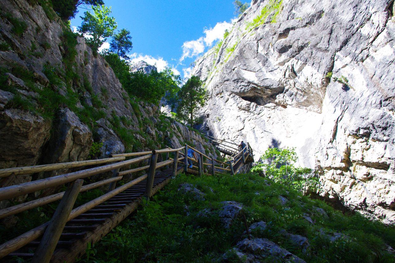 Fel sem tűnnek a távolságok, és a lépcsők száma a hely szépsége miatt.