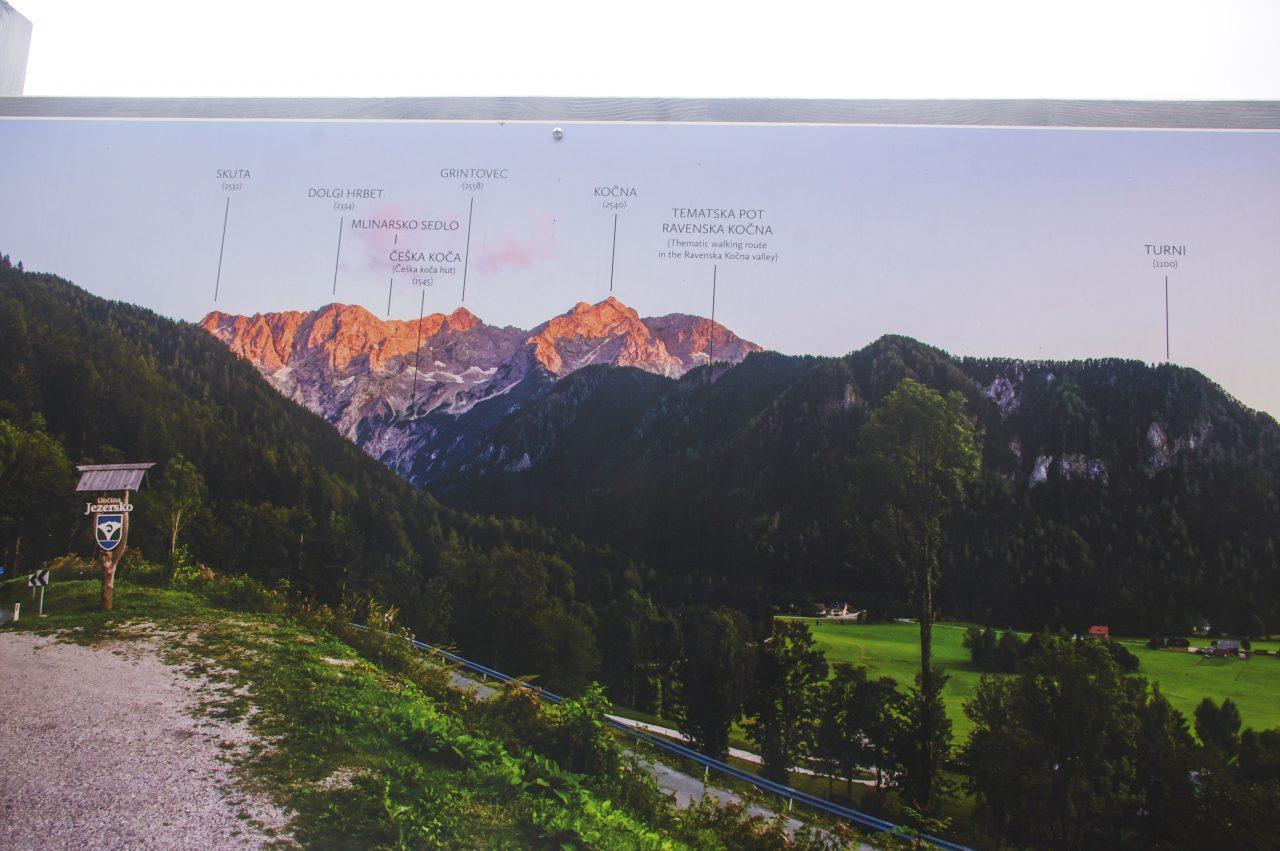 Jezersko Község, háttérben a Grintovec térkép