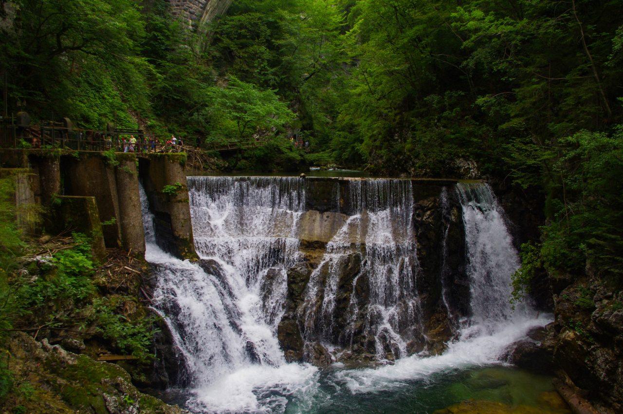A 13 m magas Šum-vízesés