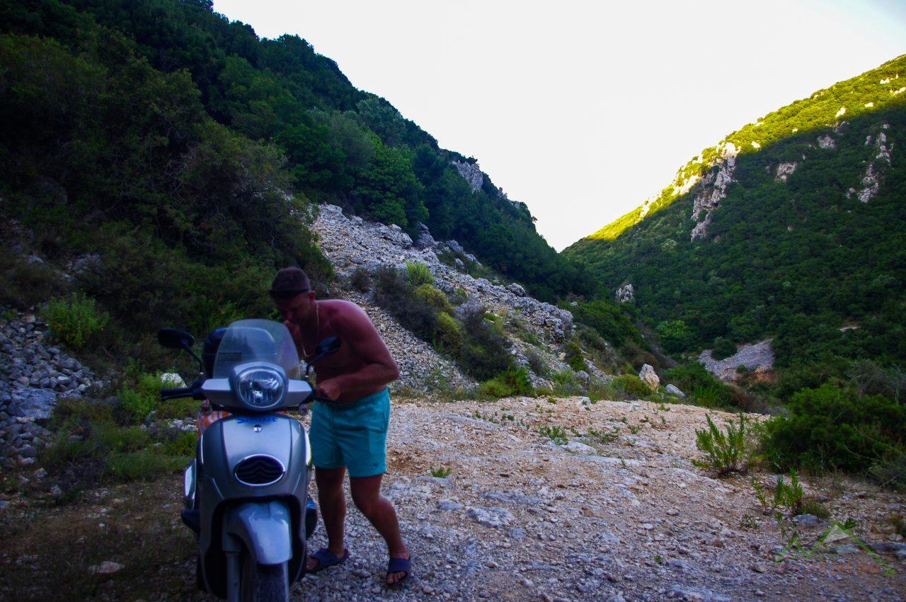 A Vrachionas-hegyen át